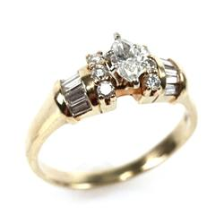 LADIES 14K YELLOW GOLD MARQUISE DIAMOND RING