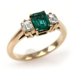 LADIES 18K YELLOW GOLD EMERALD & DIAMOND RING