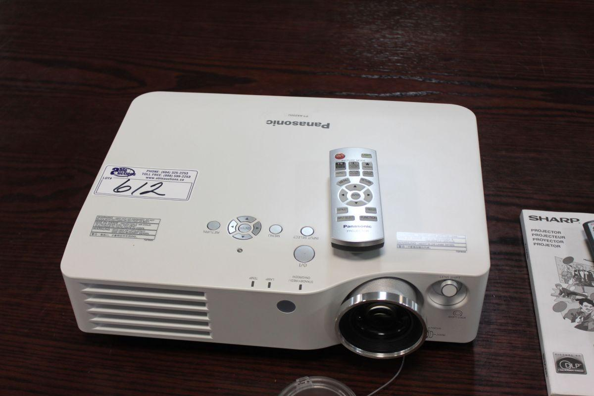 panasonic pt ax200u lcd boardroom projector rh liveauctionworld com Panasonic PV Panasonic TV