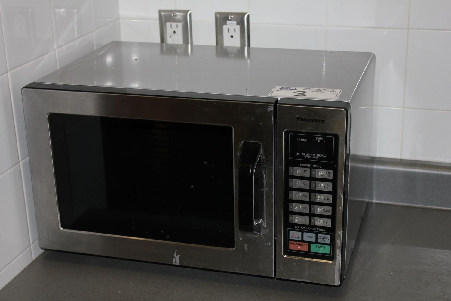Old fashioned microwave oven 98