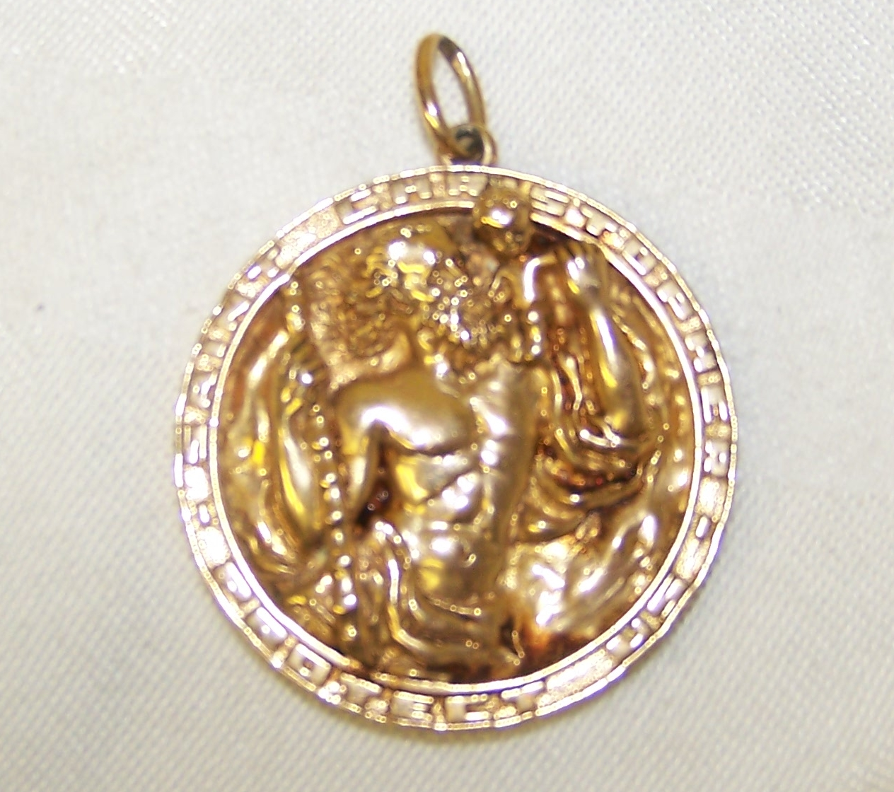 14 yellow gold st christopher pendant pendant weighs 407 grams 14 yellow gold st christopher pendant pendant weighs 407 grams loading zoom mozeypictures Images