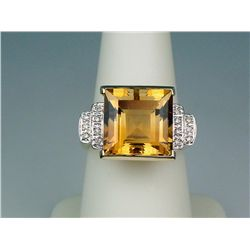 Majestic 14 karat yellow gold ladies custom  made ring fine set with a very large Citrine  weighing