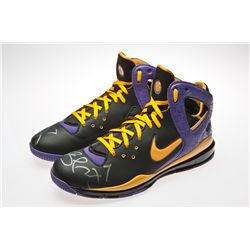 Lamar Odom Signed Nike basketball shoes