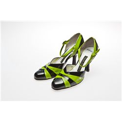Kelly Osbourne Signed Black & Green Arika Nerguiz Pumps from Dancing with the Stars