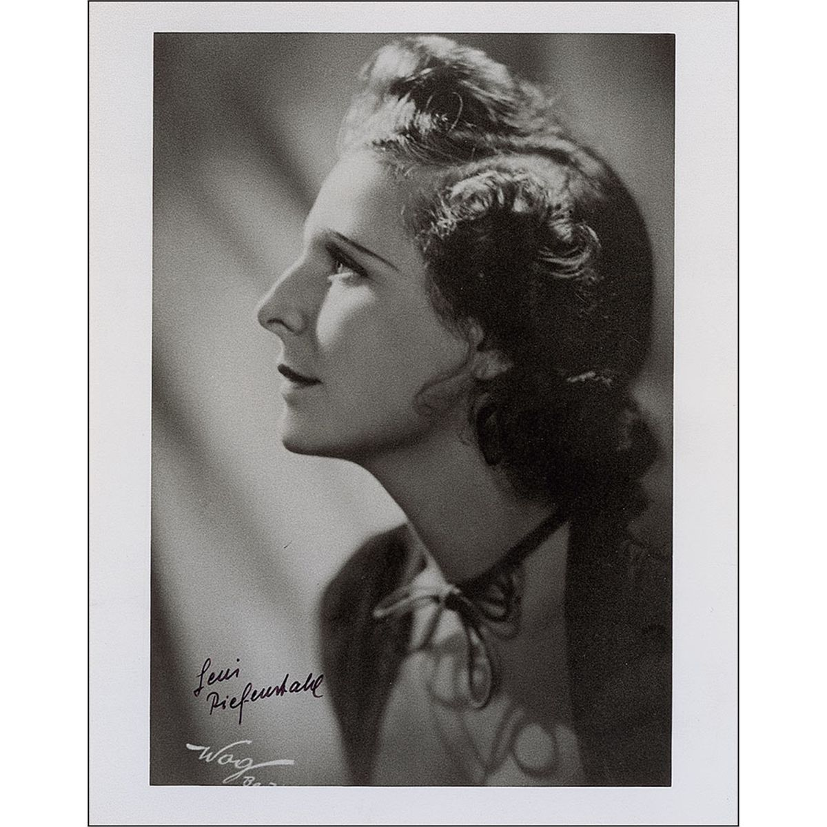 an analysis of leni riefenstahl Leni riefenstahl was a film-maker of extraordinary visual power, one of the great film artists of the 20th century she was a woman who achieved brilliance in a man's world, an outsider among .