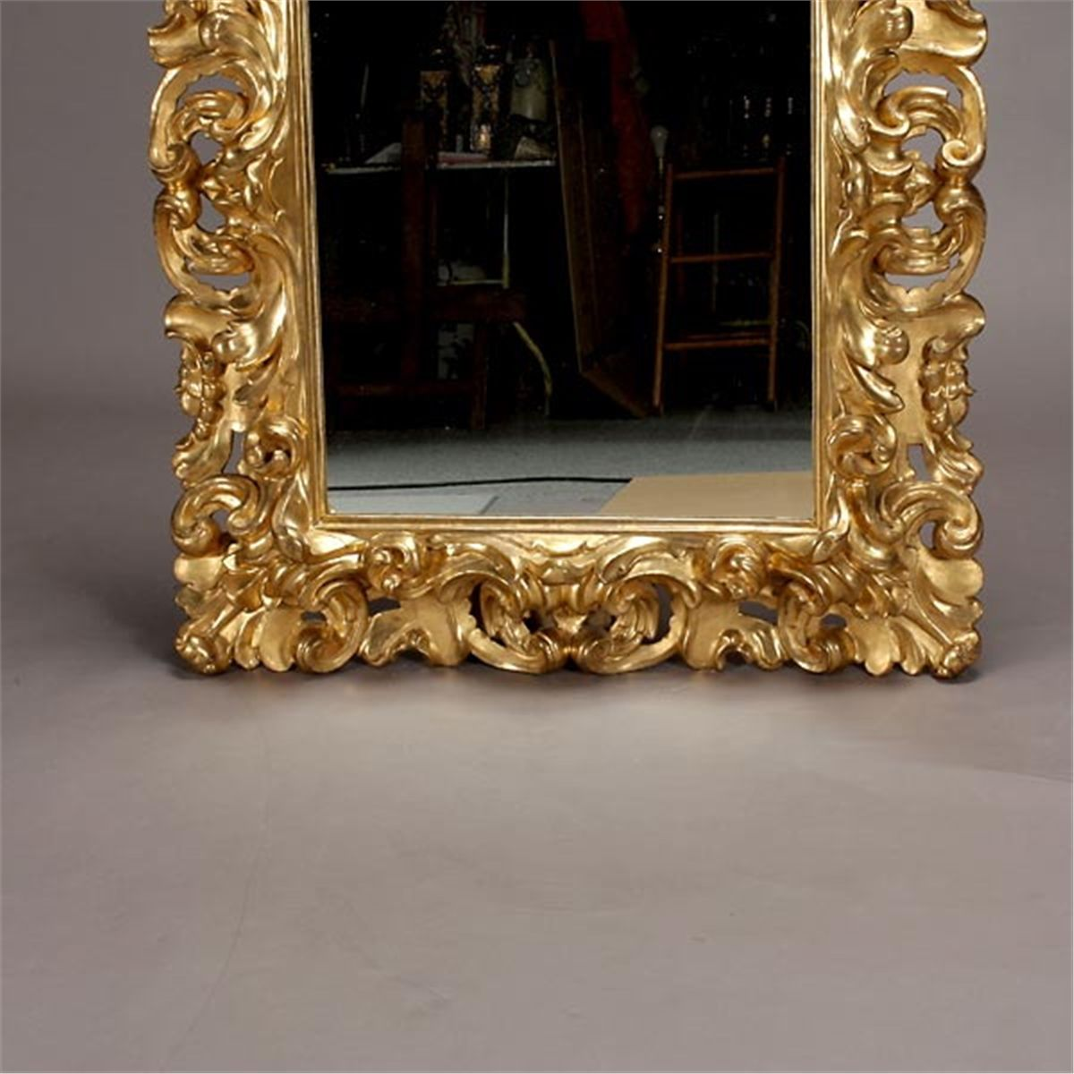 Italian baroque style gilt and gessoed mirror for Baroque italien