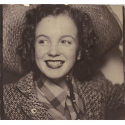 Marilyn Monroe (Norma Jeane) original photobooth snapshot self-portrait, Ca. 1940