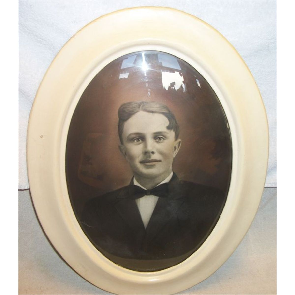27 portrait of male in oval convex glass frame 16w x 20t 27 portrait of male in oval convex glass frame 16w x 20t jeuxipadfo Images