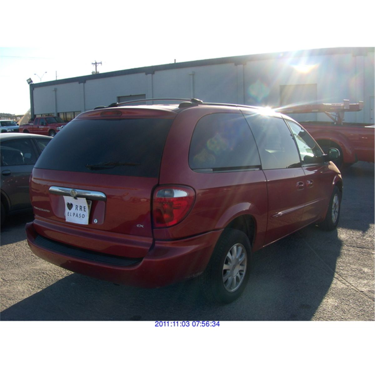CHRYSLER TOWN AND COUNTRY***SALVAGE TITLE