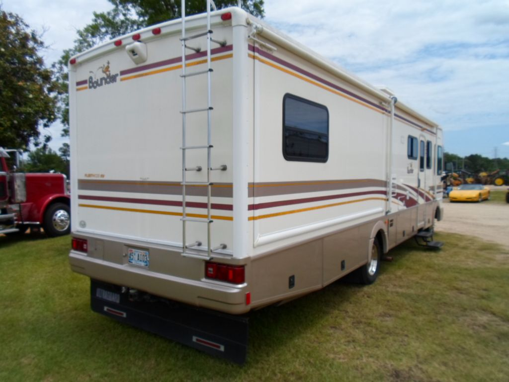 2002 Fleetwood Bounder Motor Home