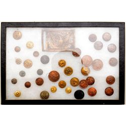 Lot of early U.S. military uniform buttons  and a brass belt buckle in varying conditions  and varia