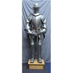 High quality Toledo made suit of armour.  All  fabricated metal and nicely mounted.  40-50  years ol