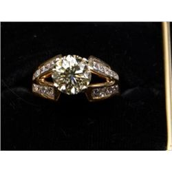 One ladies ring set with a round brilliant  diamond weighing 3.01ct approx.  VS clarity  with 20 sid