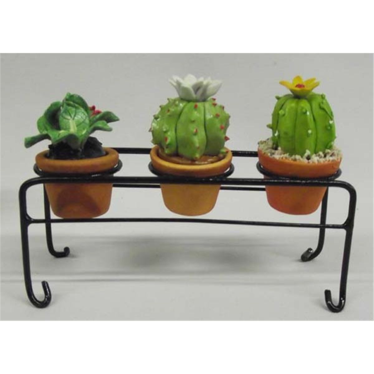 Miniature decorative clay flower pots with plants for Small clay flower pots