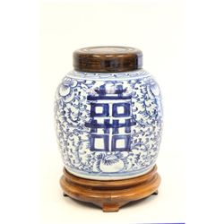 Blue & white Chinese ginger jar with wood top