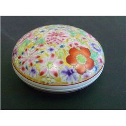 Chinese Famille Rose porcelain round box