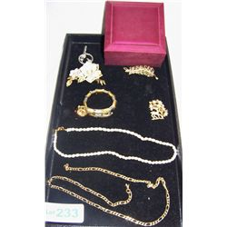 (8) Piece Vintage Jewelry Lot including: Pearl necklace, Snake watch, chain