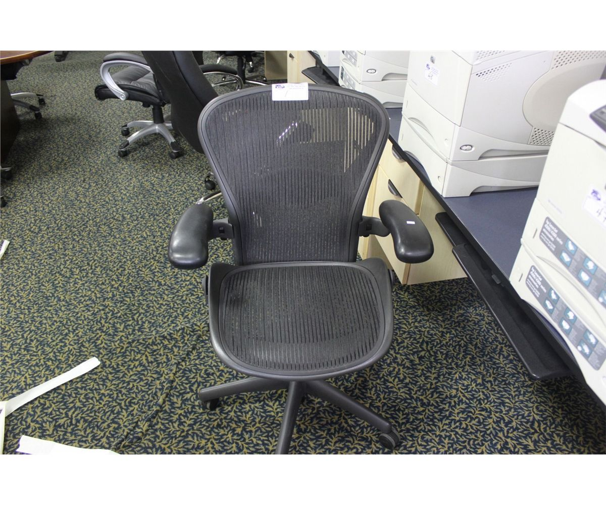 Herman Miller Aeron Chair Size B Loading Zoom
