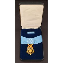 Prop Medal of Honor in case with Senator Brandt handwritten cue cards