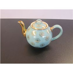 Vintage Hall 6 Cup Teapot