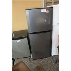 igloo apartment size refrigerator freezer
