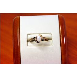 Lady's 14kt Yellow Gold Opal Ring.