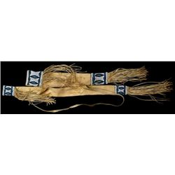 Plains beaded on buckskin bow and quiver case with shoulder strap and fringe, near fine condition, 4