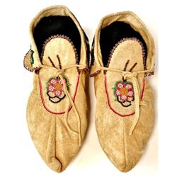 "C. 1940's Ojibwa beaded moccasins in excellent original condition, 10"" long, from original Turtle Mo"