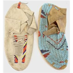 Two single beaded Indian mocassins