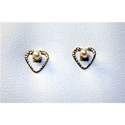 Stylish 14 kt Yellow Gold Heart & Pearl Earrings