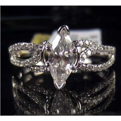 18K WHITE GOLD LADIES DIAMOND RING - SIZE 7