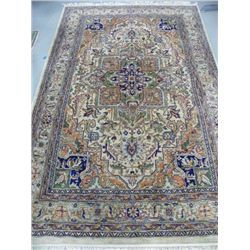Handmade wool Heriz carpet