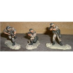 Set of 3 U.S. Soldiers 1/32 Scale on Stand!!