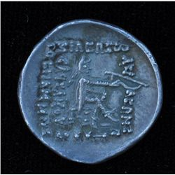 Mithradates II (123-88 BC) - AR-Drachm   Obv:  Diad. and cuir. Bust l. with long pointed beard   Rev