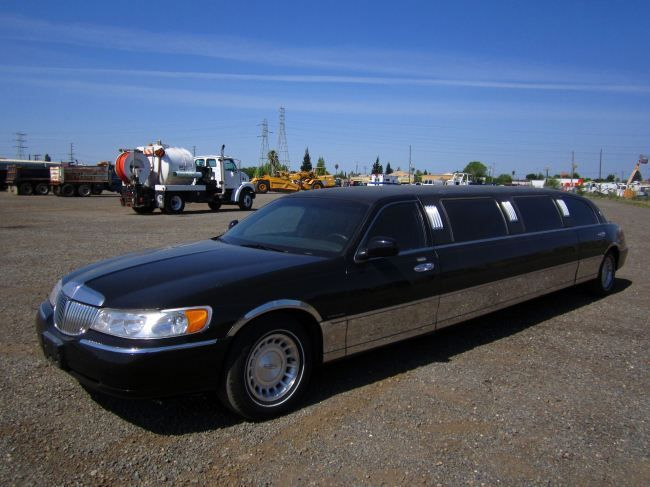 2000 Lincoln Town Car Pzazz Series Limousine