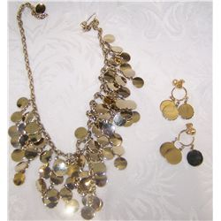Beautiful Silvertone Fashion Necklace & Matching Earring Set.