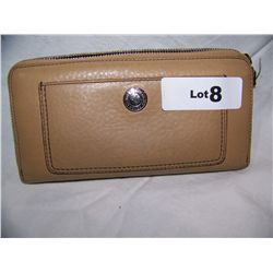 LADIES COACH WALLET, Minor Use & Wear