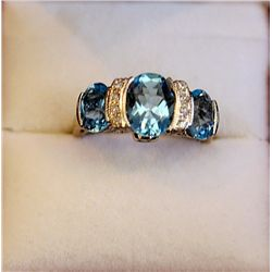 STUNNING LADIES ROYAL BLUE TOPAZ & DIAMOND RING