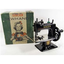 VINTAGE SINGER SEWHANDY CHILDS SEWING MACHINE W/ ORIGINAL BOX