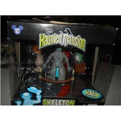Haunted Manson Skeleton Hitchhiking Ghost glow in dark in box