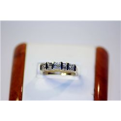 Lady's Beautiful 14 kt White Gold Diamond Ring