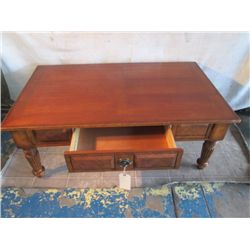 BEAUTIFUL COFFEE TABLE WITH DRAWER