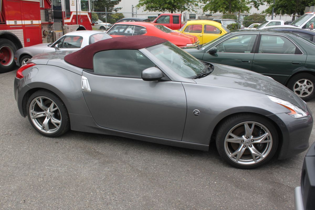 2011 grey nissan 370z convertible 2dr coupe. Black Bedroom Furniture Sets. Home Design Ideas