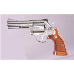 Smith & Wesson Mdl 686 Cal .357mag SN:AUE9494Double action 6 shot revolver chambered in  .357 magnum