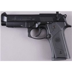 Beretta Mdl 92FS Cal 9mm SN:BER352824Double action semi auto pistol chambered in  9mm. Black matte s