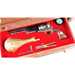 Colt 1776-1976 3 Gun Bicentennial SetColt 1776-1976 US Bicentennial 3 Gun Set with  3 Drawer Wooden