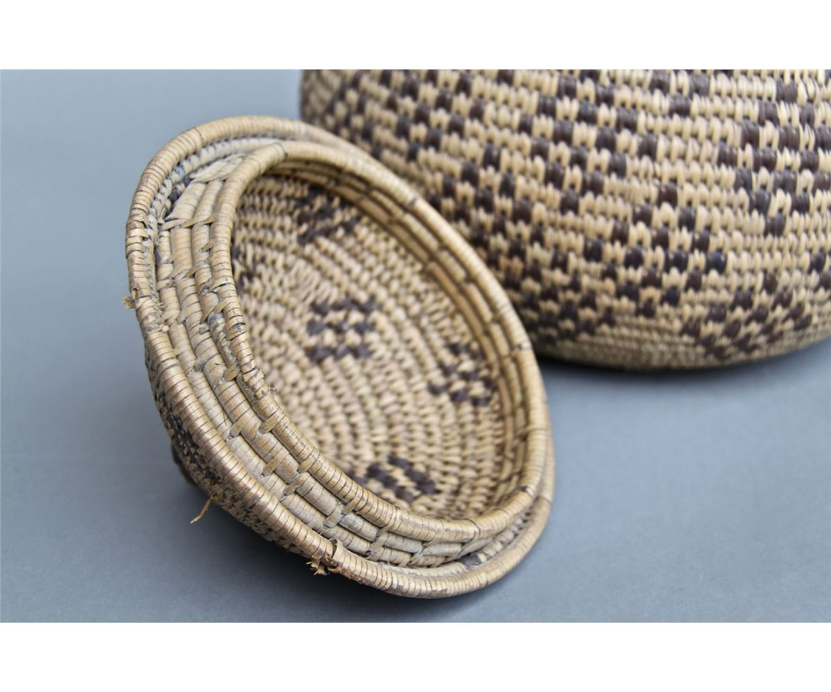 Native American Indian Old Woven Basket Woven Lid