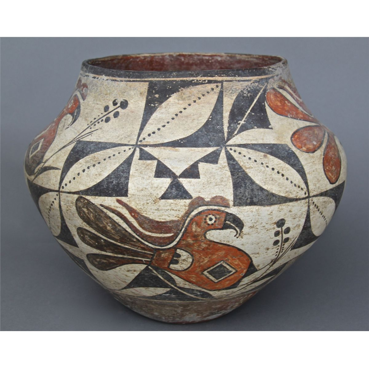 hopi pottery a significant part of the history of the native americans Delve into the history, culture and works of native american pottery potters from the zuni tribes (who were based near the border of new mexico) and the hopi tribes (in north-western arizona) were inspired by wildlife to decorate their pots, and drawings of things like flowers and even dragonflies.