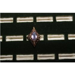 BEAUTIFUL ORNATE RING WITH GREAT STONE 4.4 DWT