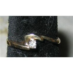 10 k Yellow Gold Diamond Ring sz 5